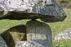 Cercle mégalithique de tombe et de pierre Photo stock