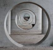Cercles dans les piliers sous le pont en train dans le modèle gentil en Gouda Photos libres de droits