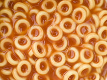 Cercles de spaghetti en sauce tomate Photo libre de droits