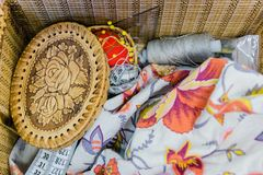 cercueil, bande de centimètre, fil de couture Image libre de droits