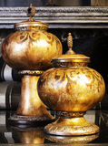Cercueil or-coloré par deux Photos stock