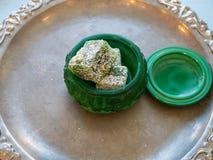 Cercueil ouvert de vert vert avec des plaisirs turcs Image libre de droits