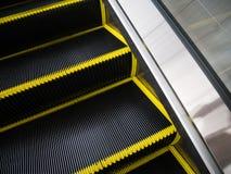 Cerdas de escova da escada rolante para o conceito do acidente do perigo Fotos de Stock Royalty Free