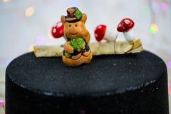 Cerdo afortunado encima del cilindro, ` s Eve del Año Nuevo Imágenes de archivo libres de regalías