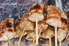 Cerdo asado a la parilla asiático, alimento tailandés de e-san Fotos de archivo libres de regalías