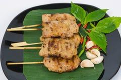 Cerdo asado a la parrilla en la placa Alimento tailandés - fritada #6 del Stir Foto de archivo libre de regalías