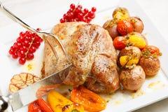 Cerdo asado sabroso del lomo con las patatas Foto de archivo libre de regalías