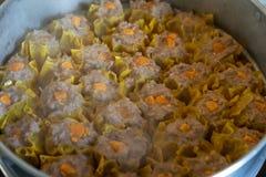 Cerdo cocido al vapor chino con las bolas de masa hervida saladas del huevo imagen de archivo
