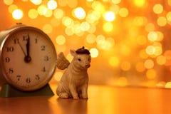 Cerdo con las luces de la Navidad imágenes de archivo libres de regalías