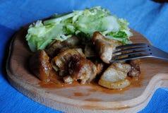 Cerdo de carne asada con las cebollas Foto de archivo libre de regalías