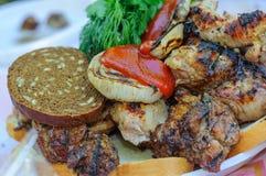 Cerdo fresco jugoso en la placa Carne de cerdo frita Imágenes de archivo libres de regalías