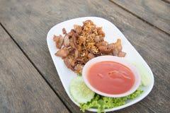 Cerdo frito alimento tailandés Imágenes de archivo libres de regalías