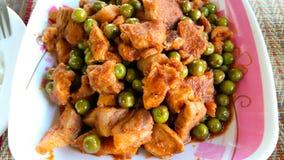 Cerdo frito con curry rojo Foto de archivo libre de regalías