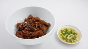 Cerdo sofrito con la salsa de soja y la salsa de pescados del chile Imagen de archivo libre de regalías