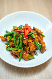 Cerdo sofrito tailandés con goma del curry Imagen de archivo libre de regalías