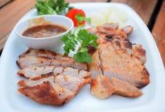 Cerdo y ajo de carne asada con la salsa Imagen de archivo