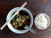 Cerdo y bola del cerdo con estilo tailandés de la comida de la sopa y del arroz Imagenes de archivo