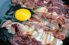 Cerdo y carne de vaca de la rebanada Fotografía de archivo