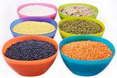 Cereais em umas bacias da cor Fotos de Stock Royalty Free