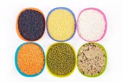 Cereais em umas bacias no branco Fotos de Stock