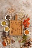 Cereais secados das especiarias dos frutos e petiscos saudáveis orgânicos das porcas em um fundo estrutural Placa decorativa Quad imagem de stock