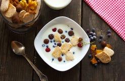 Cereal, café da manhã, bolas do chocolate com leite Fotografia de Stock Royalty Free
