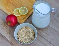 Cereal com leite Fotos de Stock Royalty Free