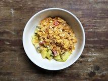 Cereal con el kiwi y la leche Fotografía de archivo libre de regalías