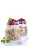 Cereal con el yogur y las bayas Imágenes de archivo libres de regalías