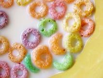 Cereal con sabor a fruta Imagen de archivo libre de regalías