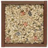 Cereal de Muesli en un rectángulo de madera Fotografía de archivo