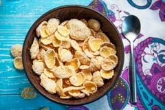 Cereal del copo de maíz en el cuenco, visión superior fotografía de archivo