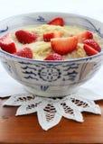Cereal del trigo integral con las fresas Foto de archivo libre de regalías