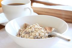 Cereal elegante da bandeja do pequeno almoço Fotos de Stock Royalty Free
