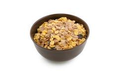 Cereal em uma bacia isolada em um fundo branco Imagem de Stock Royalty Free