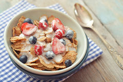 Cereal flakes with fresh berries Royalty Free Stock Photography