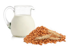 Cereal flakes and milk Royalty Free Stock Photography
