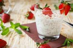 Cereal flakes with milk and strawberries Royalty Free Stock Photography