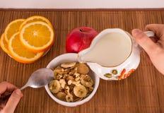 Cereal, nuez y plátano Imagenes de archivo