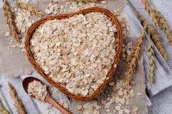 Cereal seco em uma cesta foto de stock