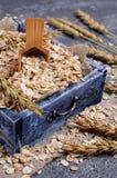 Cereal seco em uma cesta foto de stock royalty free
