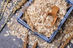 Cereal seco em uma cesta fotografia de stock royalty free