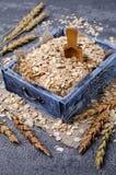 Cereal seco em uma cesta imagens de stock royalty free