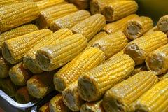 Cereale bollito sulle pannocchie alla stalla del mercato Fotografie Stock Libere da Diritti