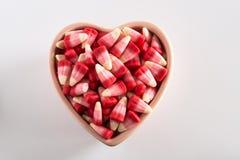 Cereale di Candy di giorno di biglietti di S. Valentino in orizzontale a forma di della ciotola del cuore Fotografie Stock Libere da Diritti