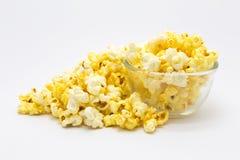 Cereale di schiocco dolce del caramello su fondo bianco immagini stock
