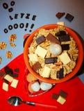 Cereales con el chocolate y la fruta Fotografía de archivo