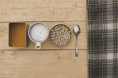 Cereales diferentes en el worktop Foto de archivo libre de regalías