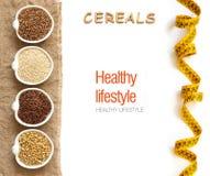 Cereales en frontera de los cuencos con los cereales de la palabra Imagen de archivo