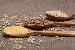 Cereales en las cucharas de madera Foto de archivo libre de regalías